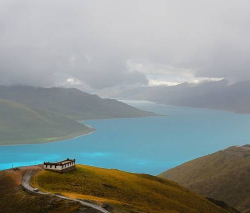 Turquoise the color of the lake Yamdrok Yutso. Tibet by Jan Reurink